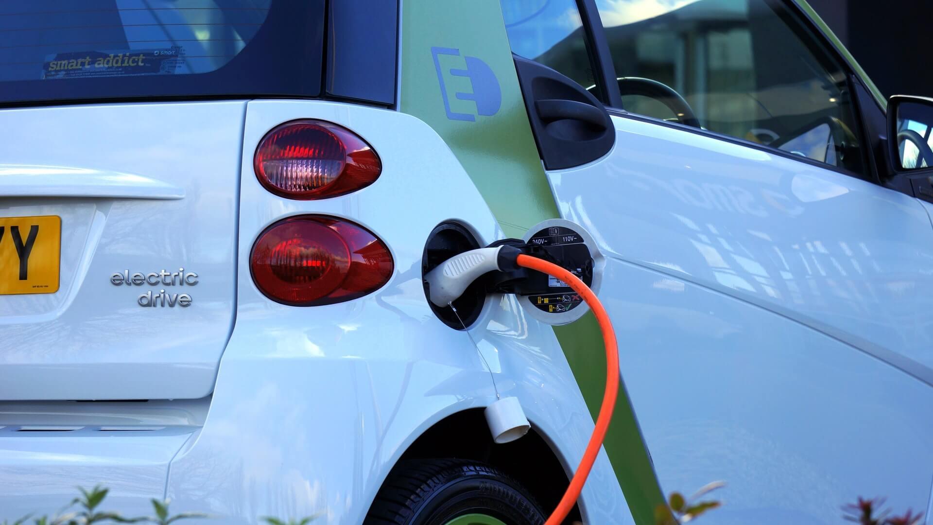 Tax Plan Would Scrap Electric-Car Credit, Dampening Market